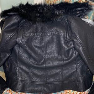 Guess Jackets & Coats - GUESS FUR TRIMMED MOTORCYCLE JACKET XS